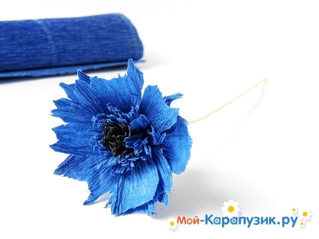 Изготовление васильков из гофрированной бумаги - фото 14