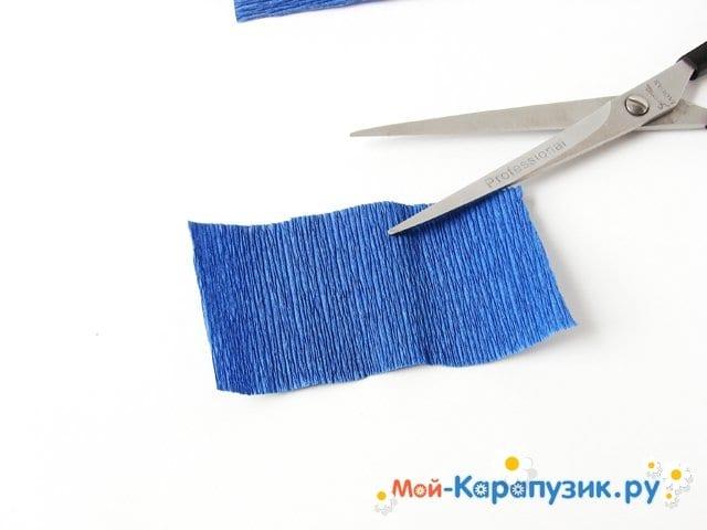 Изготовление васильков из гофрированной бумаги - фото 3