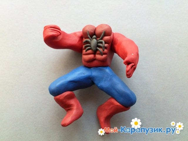 Лепка человека-паука из пластилина - фото 10