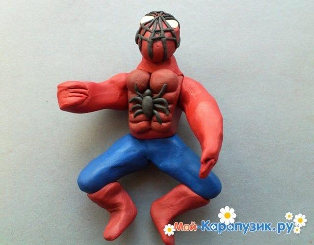 Лепка человека-паука из пластилина - фото 11