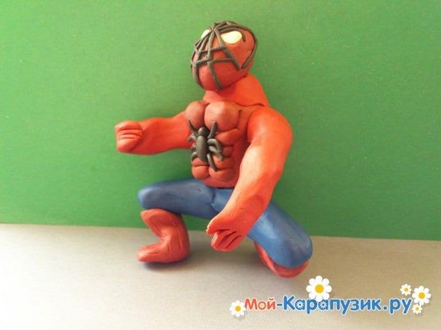 Лепка человека-паука из пластилина - фото 13