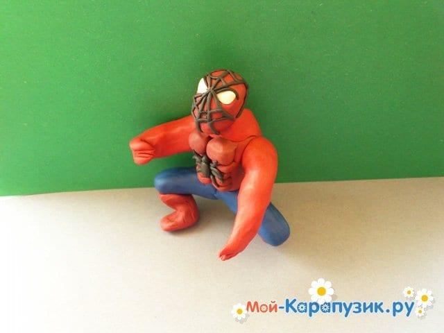 Лепка человека-паука из пластилина - фото 14