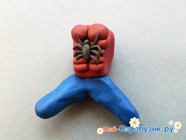 Лепка человека-паука из пластилина - фото 8