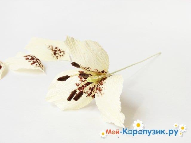 Изготовление лилии из бумаги своими руками - фото 14