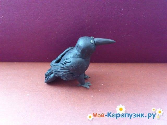 Лепка вороны из пластилина - фото 9