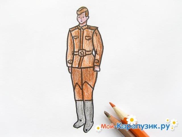 Поэтапное рисование солдата цветными карандашами - фото 13