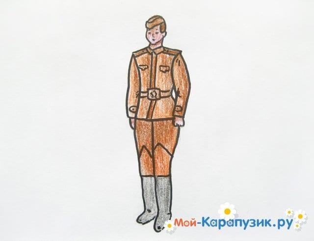 Поэтапное рисование солдата цветными карандашами - фото 14