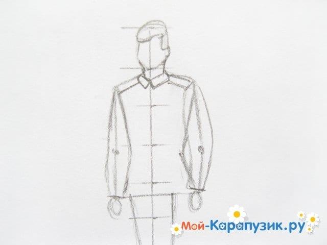 Поэтапное рисование солдата цветными карандашами - фото 6