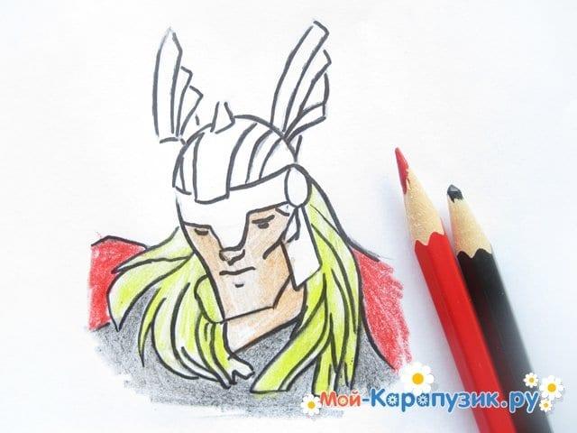 Поэтапное рисование Тора цветными карандашами - фото 10