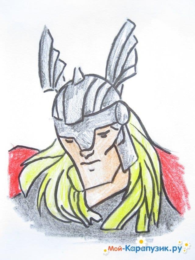 Поэтапное рисование Тора цветными карандашами - фото 13