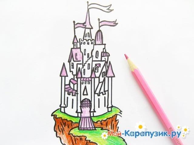 Поэтапное рисование замка цветными карандашами - фото 10