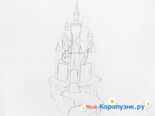 Поэтапное рисование замка цветными карандашами - фото 5
