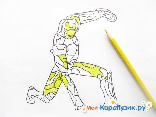 Поэтапное рисование железного человека цветными карандашами - фото 8