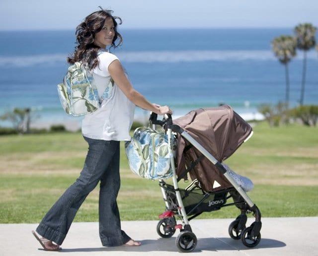 Женщина с детской коляской