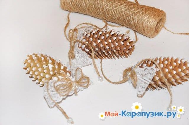 Интерьерная подвеска из шишек - фото 5