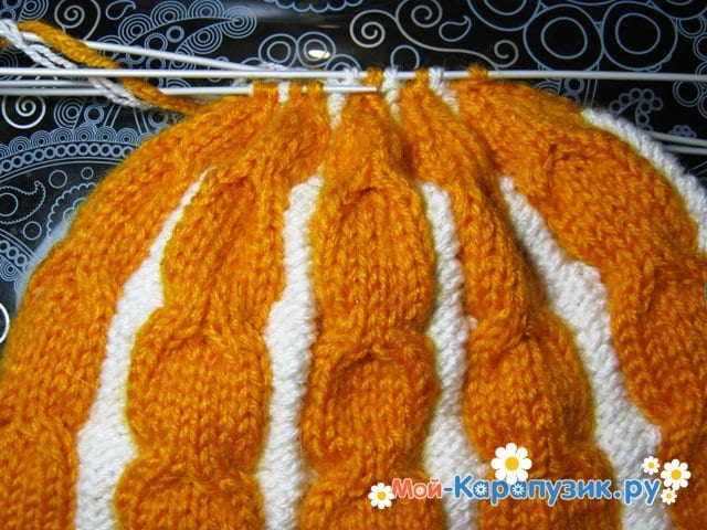 Вязание шапки с помпоном спицами - фото 16