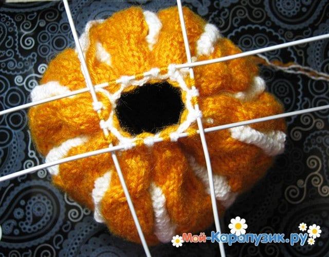 Вязание шапки с помпоном спицами - фото 17