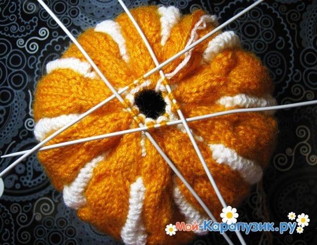 Вязание шапки с помпоном спицами - фото 18