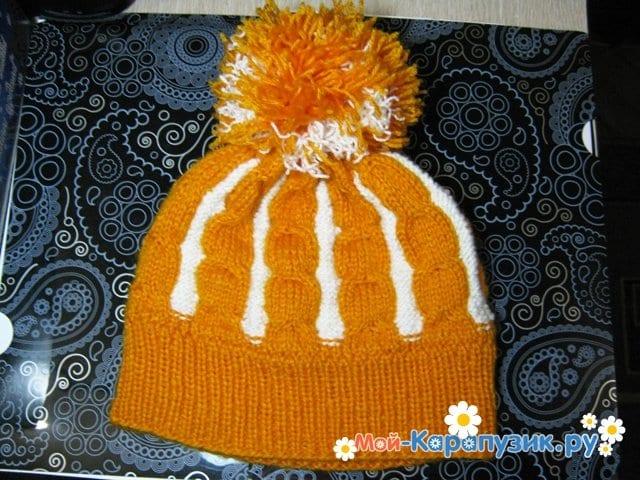 Вязание шапки с помпоном спицами - фото 29