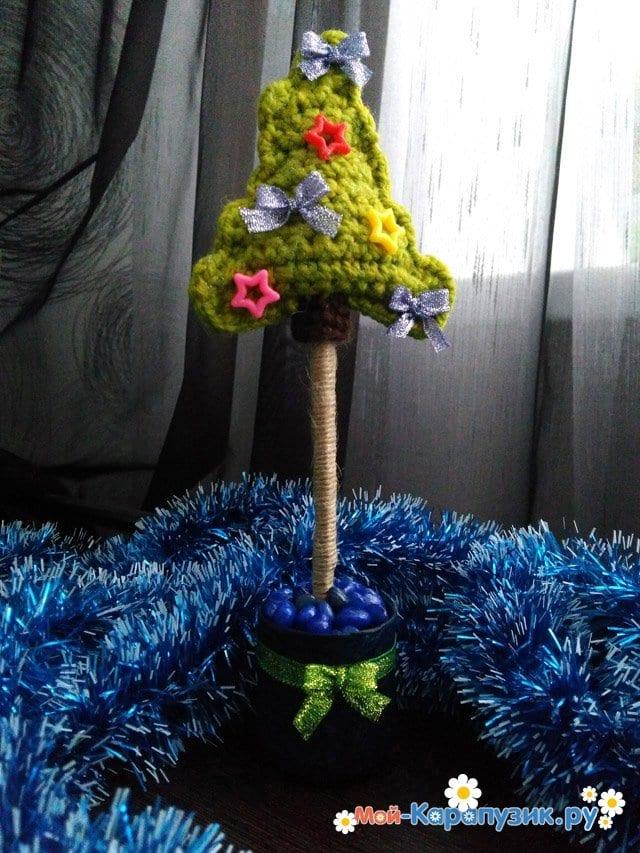 Маленькая вязаная елка в офис - фото 10