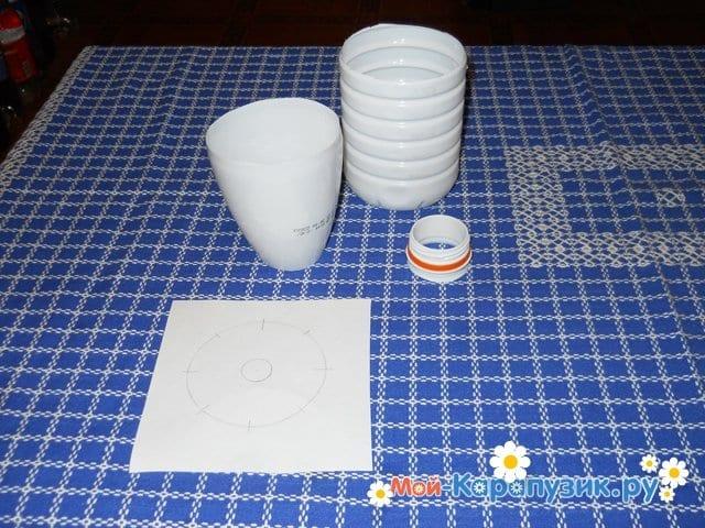 Изготовление ромашки из пластиковых бутылок - фото 2