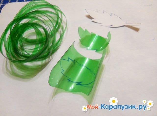 Изготовление ромашки из пластиковых бутылок - фото 6