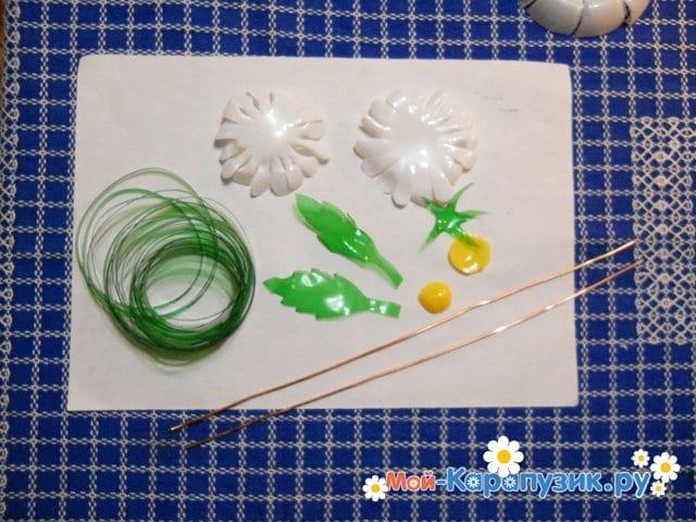 Изготовление ромашки из пластиковых бутылок - фото 9
