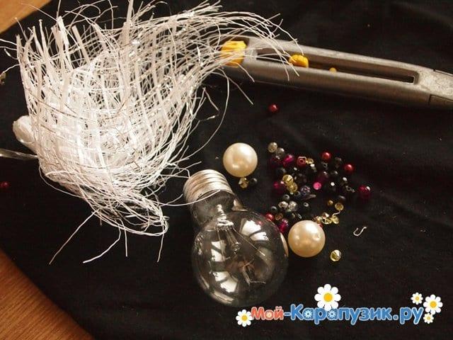Изготовление ёлочной игрушки из перегоревшей лампочки - фото 1