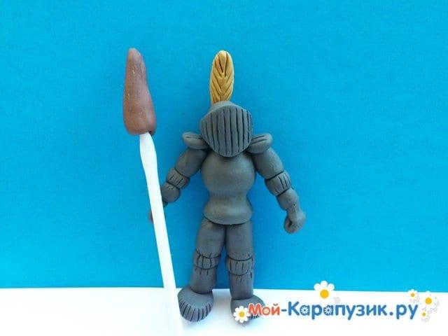 Лепка рыцаря из пластилина - фото 11