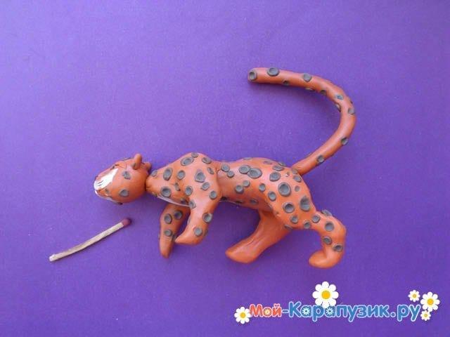 Пошаговая лепка леопарда из пластилина - фото 11