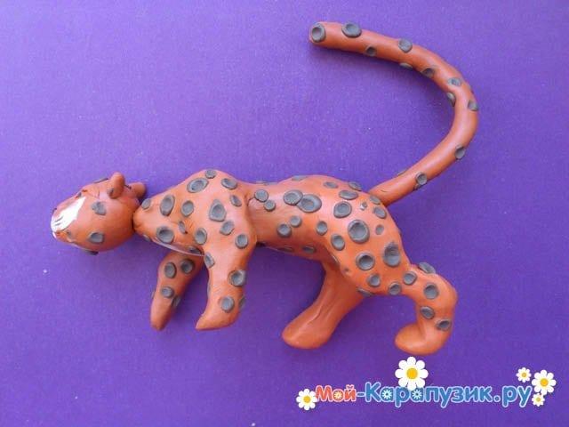 Пошаговая лепка леопарда из пластилина - фото 12