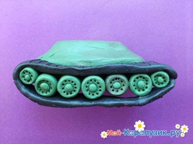 Пошаговая лепка танка Т-34 из пластилина - фото 6